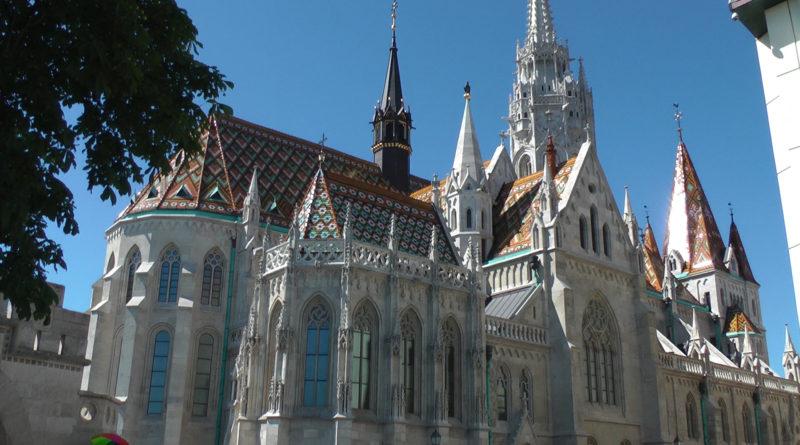 A alegre igreja de Matias em Budapeste